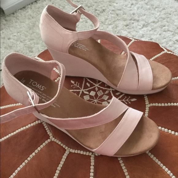 85dd1b1677a TOMS Clarissa Petal Pink Grosgrain Wedges NWT